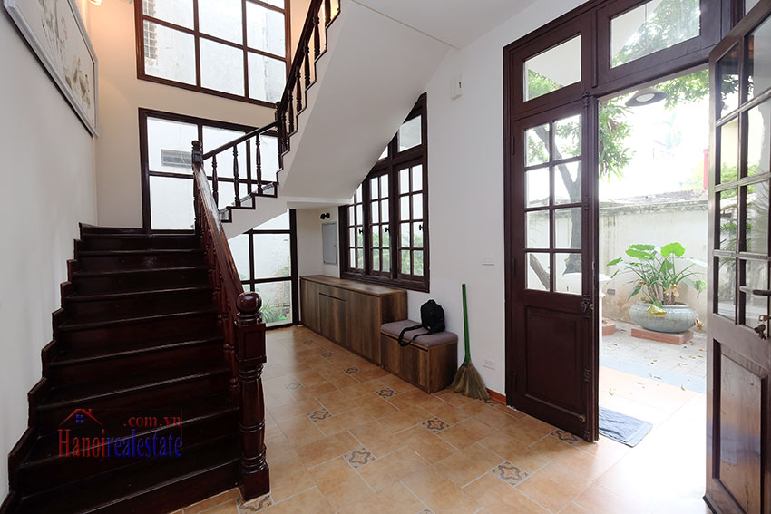 Charming 3-bedroom house with surrounding courtyard in Tay Ho 16
