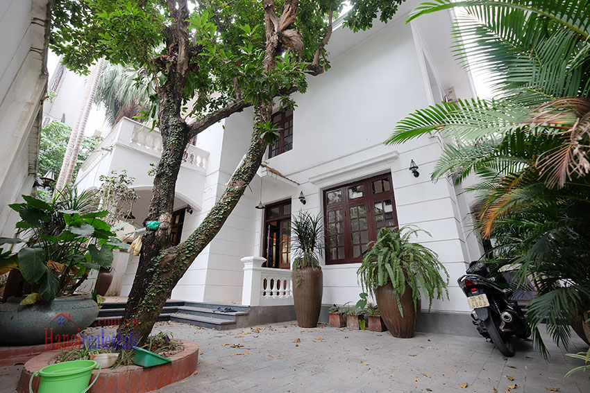 Charming 3-bedroom house with surrounding courtyard in Tay Ho 2
