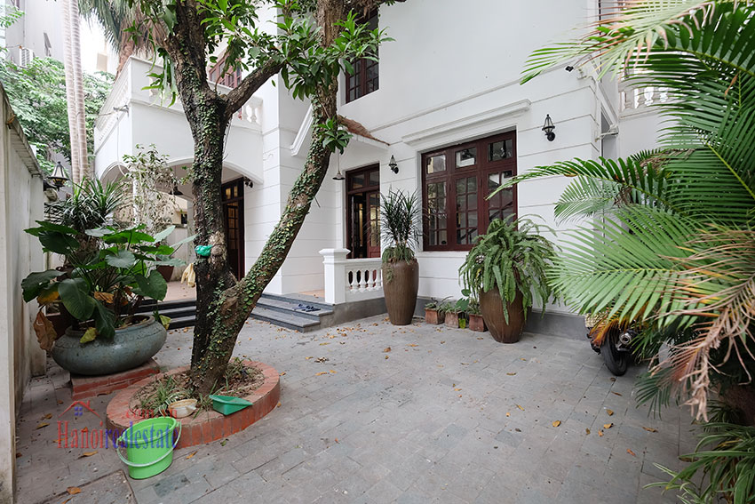 Charming 3-bedroom house with surrounding courtyard in Tay Ho 3
