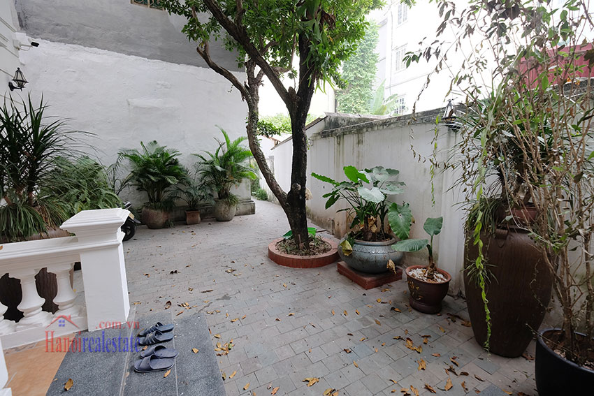 Charming 3-bedroom house with surrounding courtyard in Tay Ho 4