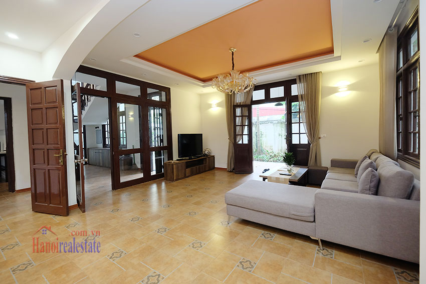 Charming 3-bedroom house with surrounding courtyard in Tay Ho 8