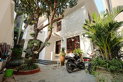 Charming 3-bedroom house with surrounding courtyard in Tay Ho