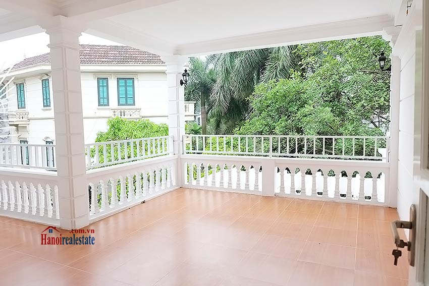 Charming 5 BR Villa overlooking the Lake, Swimming Pool and garden 20