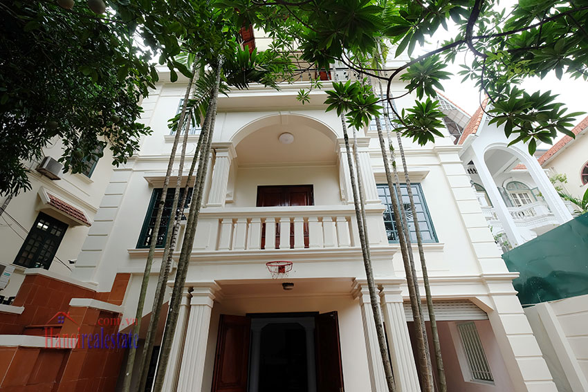 Charming house with large front courtyard on To Ngoc Van 2