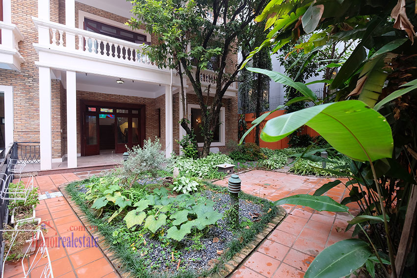 Charming Villa with large garden & outdoor pool on To Ngoc Ngoc Van to rent 5