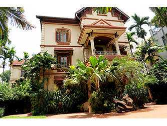 Charming villa with large garden & spacious Living room in Tay Ho Hanoi