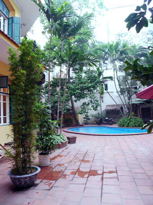 Charming Villa with spacious garden & outdoor Pool in Tay Ho to rent 2