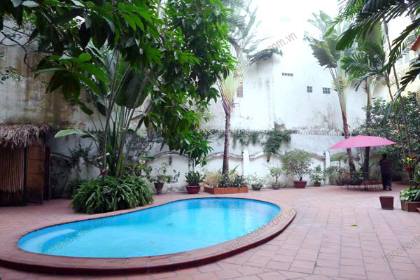 Charming Villa with spacious garden & outdoor Pool in Tay Ho to rent 3