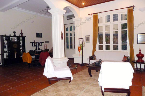 Charming Villa with spacious garden & outdoor Pool in Tay Ho to rent 6