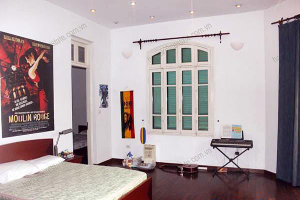 Charming Villa with spacious garden & outdoor Pool in Tay Ho to rent 24