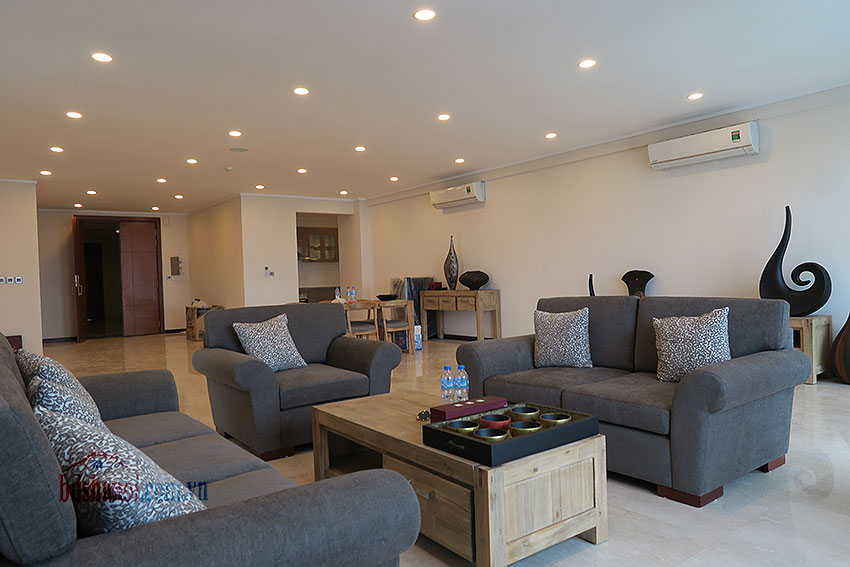 Ciputra: Fully furnished, new 04BRs apartment in L2 3
