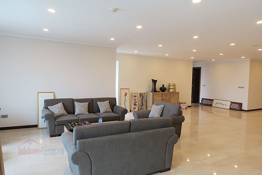 Ciputra: Fully furnished, new 04BRs apartment in L2 7