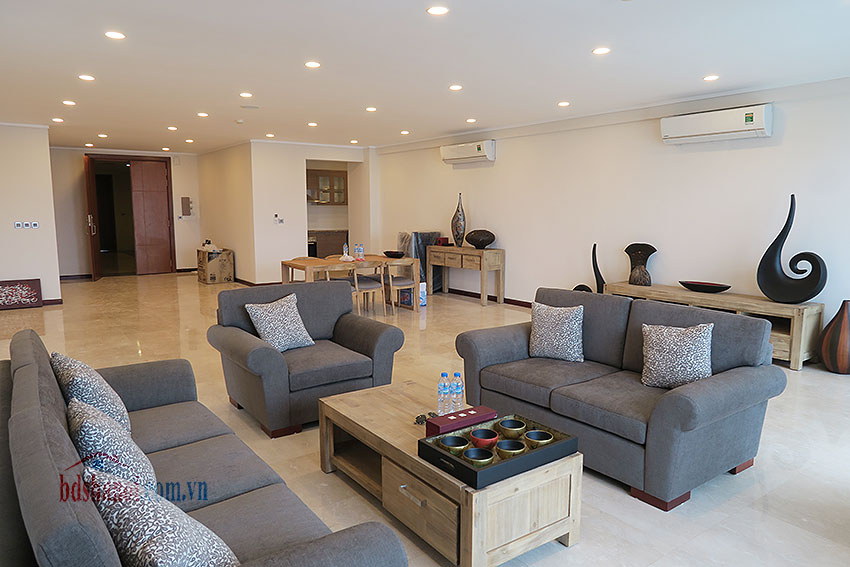 Ciputra: Fully furnished, new 04BRs apartment in L2 8