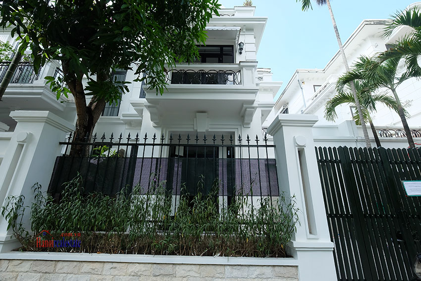 Ciputra: Fully renovated modern 05BRs house in D block, short walk to UNIS 1