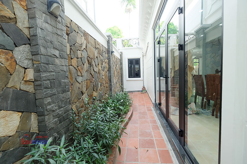 Ciputra: Fully renovated modern 05BRs house in D block, short walk to UNIS 12