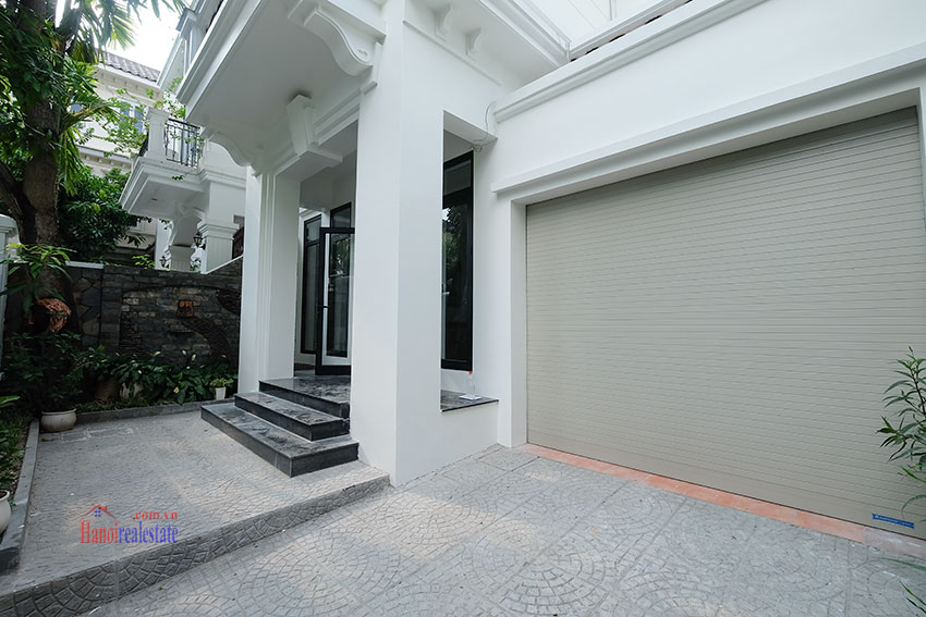 Ciputra: Fully renovated modern 05BRs house in D block, short walk to UNIS 2
