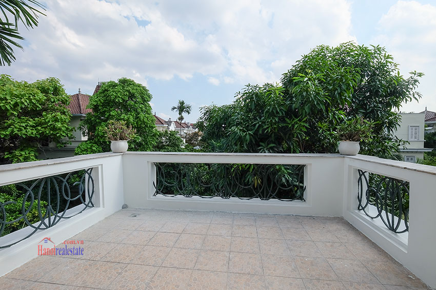 Ciputra: Fully renovated modern 05BRs house in D block, short walk to UNIS 35