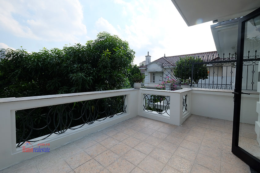 Ciputra: Fully renovated modern 05BRs house in D block, short walk to UNIS 36