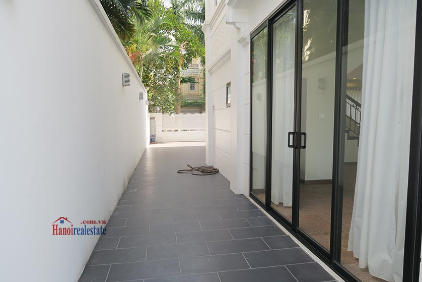 Ciputra: Newly renovated spacious 05BRs villa in T block Ciputra, river access 26