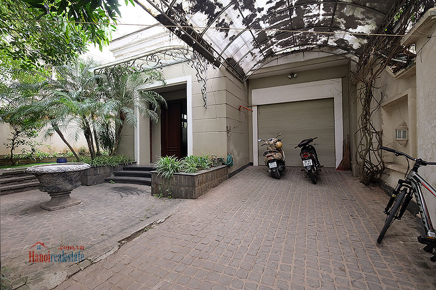 Ciputra: The glamorous 06BRs villa for rent in C block Ciputra, lovely garden 1