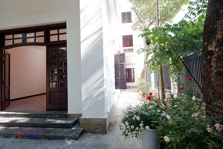 Ciputra: Traditional renovated cornered 04BRs house in C1, short walk to UNIS 3