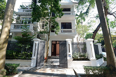 Ciputra: Traditional renovated cornered 04BRs house in C1, short walk to UNIS