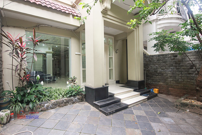Ciputra Villa in Block C: 4 bedrooms with cheap price, new renovated 1