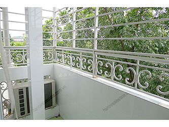 Clean balcony, Bright apartment for rent in Hai Ba Trung, Hanoi