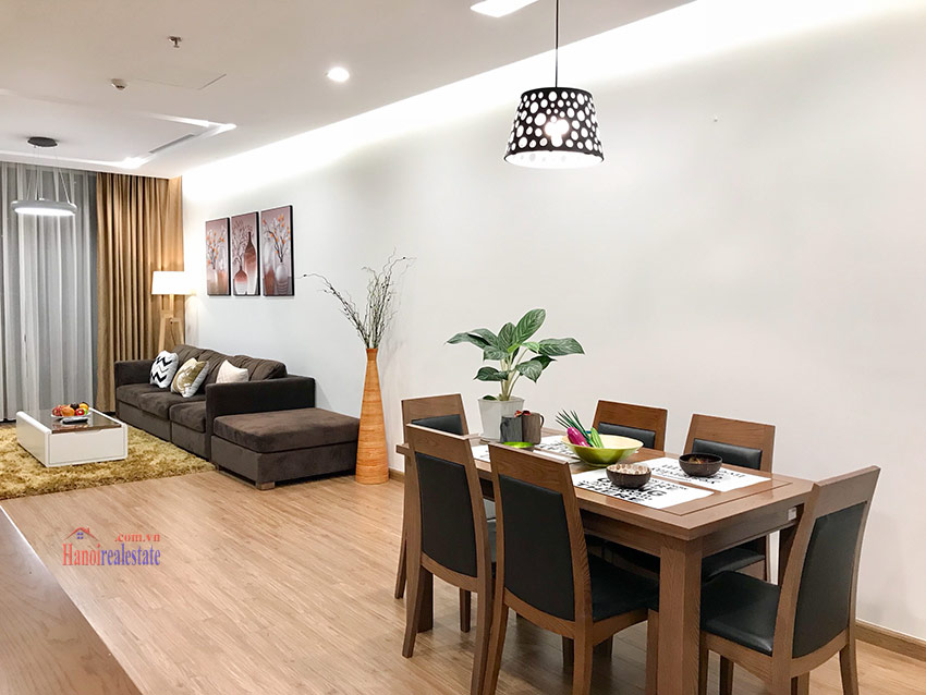 Corner 03BRs apartment with lots of natural light on high floor of M3 Vinhomes Metropolis 2