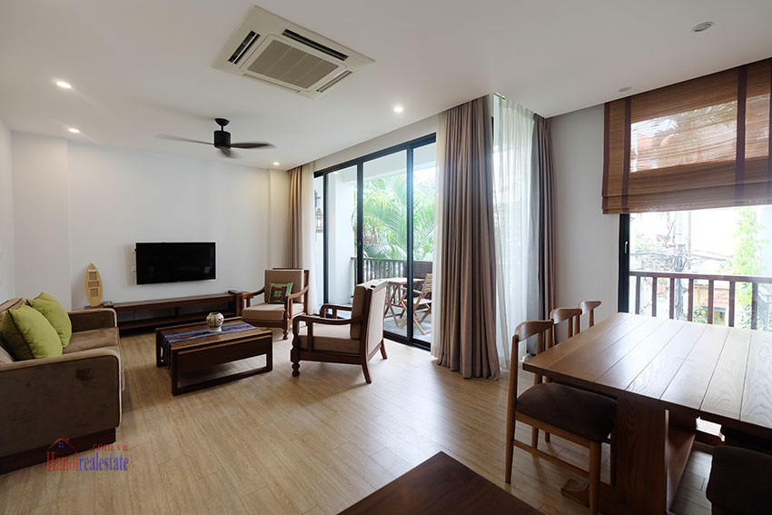Cozy 3-bedroom apartment with balcony on Xuan Dieu for rent 1