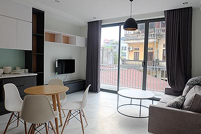 Cozy and brand new 01BR apartment on Doi Can, street view