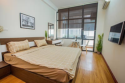Dong Da District: Affordable studio apartment with separated kitchen