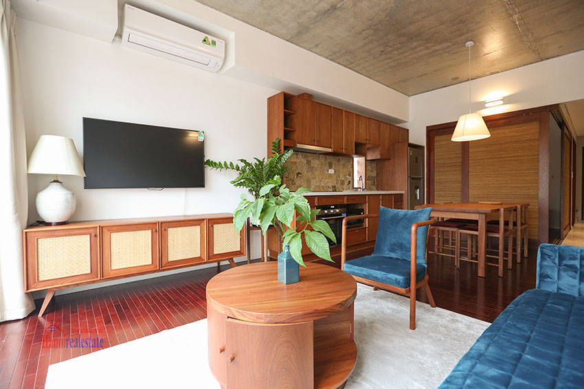 Duplex 02 bedroom apartment on Yen Hoa Street, high floor 2