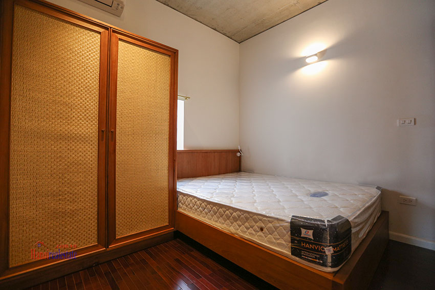 Duplex 02 bedroom apartment on Yen Hoa Street, high floor 5