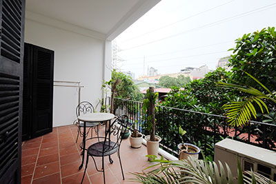 Elegant 02-bedroom apartment with large balcony in Truc Bach to rent