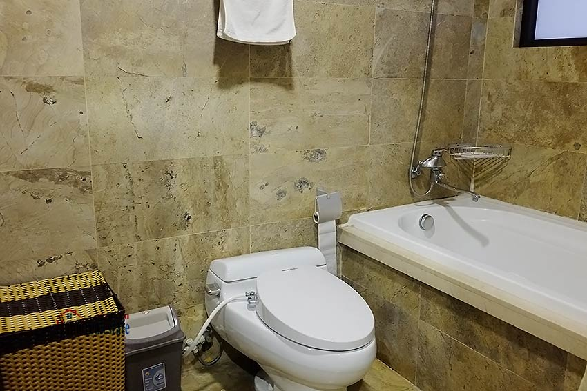 Exclusive serviced apartment to let in Xom Chua Westlake with spacious balcony 15