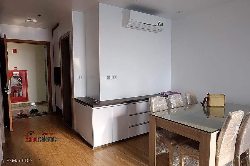 Fully furnished 02BRs apartment for rent at Vinhomes Nguyen Chi Thanh 1