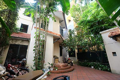 Fully furnished house with big courtyard on Xuan Dieu to rent