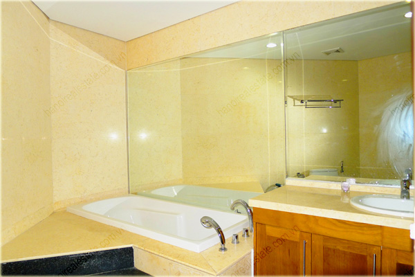 Furnished Apartment at Royal City Hanoi, 196m2, 3 bedrooms 11