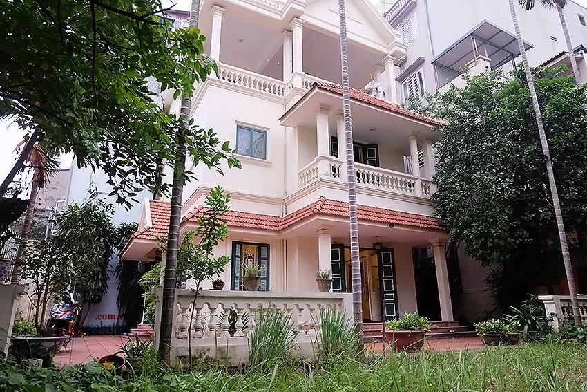 Garden furnished 03 bedroom house to rent in Tay Ho, Hanoi 2