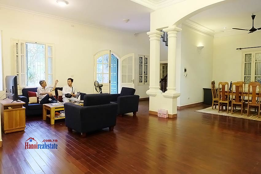 Garden furnished 03 bedroom house to rent in Tay Ho, Hanoi 4
