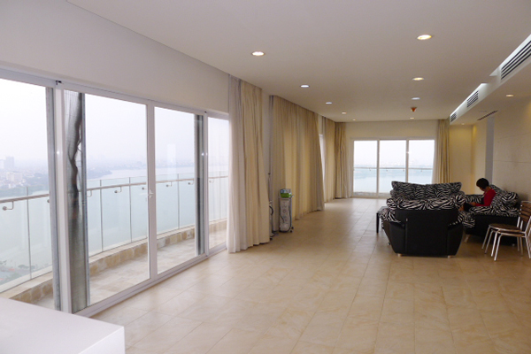 Golden West Lake, Apartment has a big stay lounge overlooking West Lake for rent