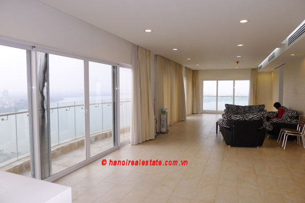 Golden West Lake, Apartment has a big stay lounge overlooking West Lake for rent 1