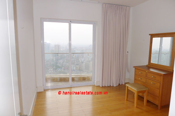Golden West Lake, Apartment has a big stay lounge overlooking West Lake for rent 11