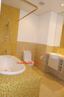 Golden West Lake, Apartment has a big stay lounge overlooking West Lake for rent 14