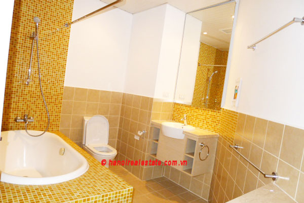Golden West Lake, Apartment has a big stay lounge overlooking West Lake for rent 15