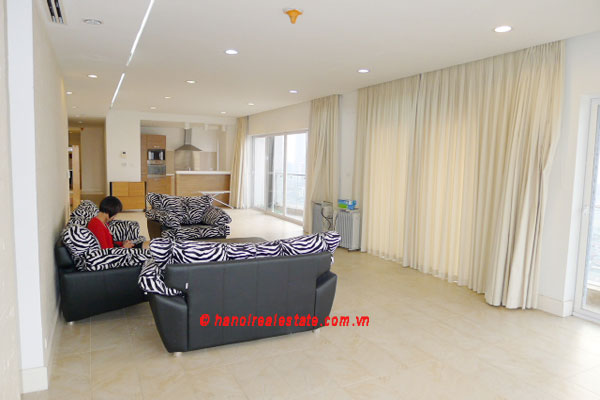 Golden West Lake, Apartment has a big stay lounge overlooking West Lake for rent 2