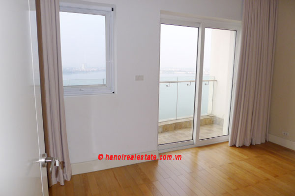 Golden West Lake, Apartment has a big stay lounge overlooking West Lake for rent 5