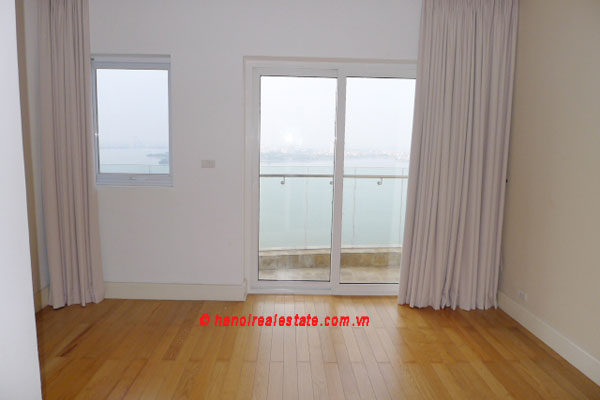 Golden West Lake, Apartment has a big stay lounge overlooking West Lake for rent 7