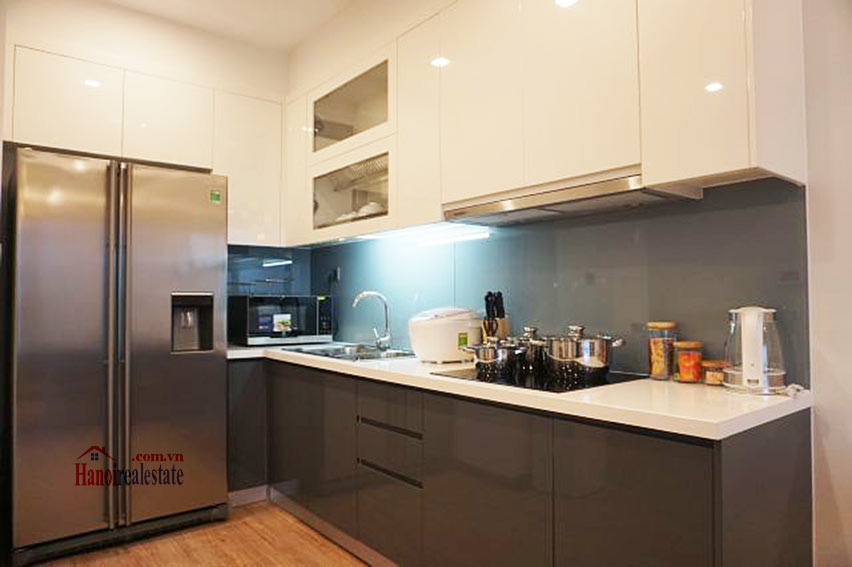 Good view apartment in Vinhomes Metropolis, Ba Dinh District 9
